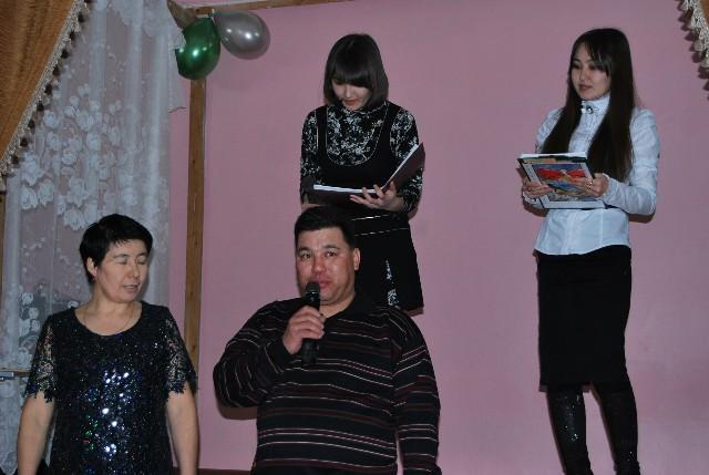Ведущие вечера учитель русского языка и